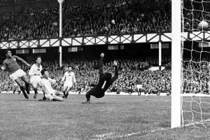 Uno de los cuatro goles que Eusebio le metió a Corea en 1966