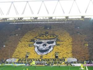 Tremendo tifo realizado por la SüdTribune de Dortmund