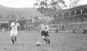 Guillermo Gorostiza disputando un partido con el Athletic