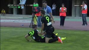 Xisco celebra el gol de Uli junto a Pinillos delante del periodista de Canal Sur Ildefonso Fernández