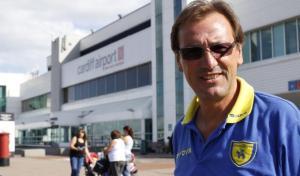 Pacione en la actualidad, con el polo del club para el que ahora trabaja, el Chievo Verona