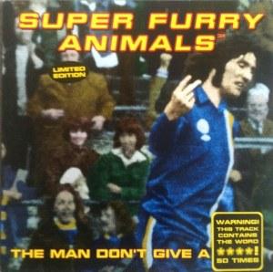 Portada del disco de los Super Furry Animals en el que se le ve mandando al cuerno a un portero recién batido