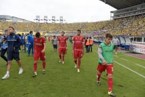 Los jugadores del Zaragoza abandonan el Gran Canaria apesadumbrados
