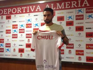 Chuli, durante su presentación como nuevo futbolista del Almería