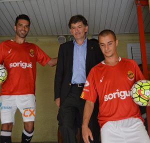 Iago Bouzón y Sergio Tejera, durante su presentación como nuevos jugadores del Nàstic (El Punt Avui)