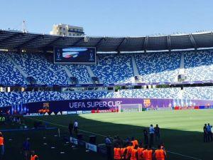 Estadio Boris Paichadzé, donde hoy jugarán Sevilla y Barcelona